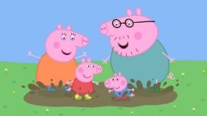 la-famiglia-pig-si-diverte-giocando-con-le-pozzanghere