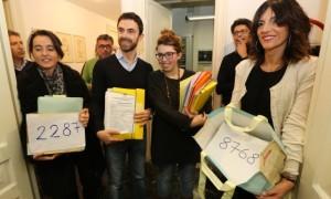 I candidati al momento della consegna delle firme